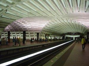 WMATA_metro_center_crossvault